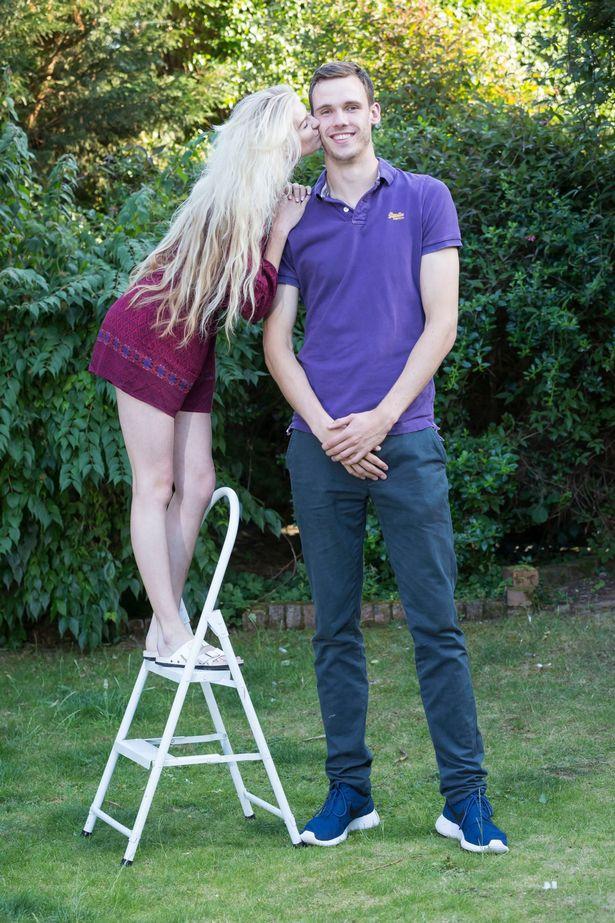 Chàng trai 21 tuổi không ngừng cao lên dù đã 'quá mức' lý tưởng - 3