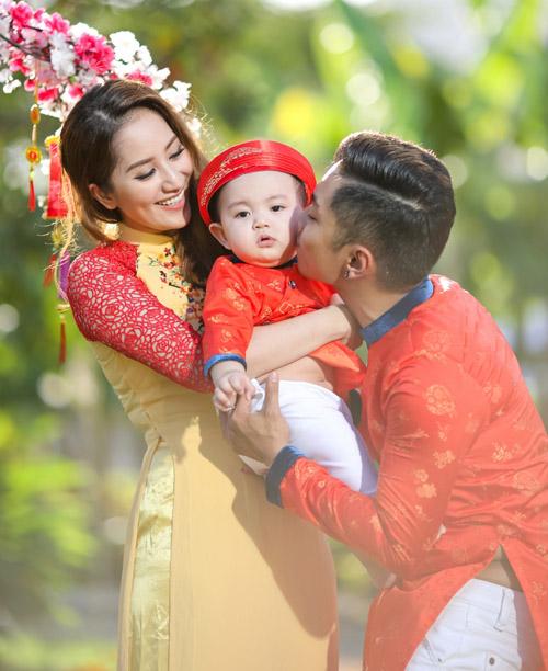 Gia đình Khánh Thi rạng rỡ diện áo dài du xuân - 5