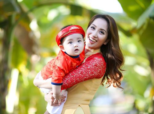 Gia đình Khánh Thi rạng rỡ diện áo dài du xuân - 6