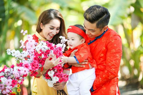 Gia đình Khánh Thi rạng rỡ diện áo dài du xuân - 2