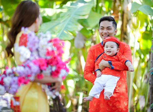 Gia đình Khánh Thi rạng rỡ diện áo dài du xuân - 3
