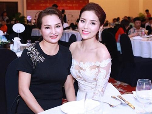 'Mẫu hậu' của các Hoa hậu, Á hậu Việt: Kỳ 1 - Mẹ Kỳ Duyên - 2