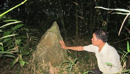 Bí ẩn rừng mộ đá cổ bên dãy Pù Mé - 1
