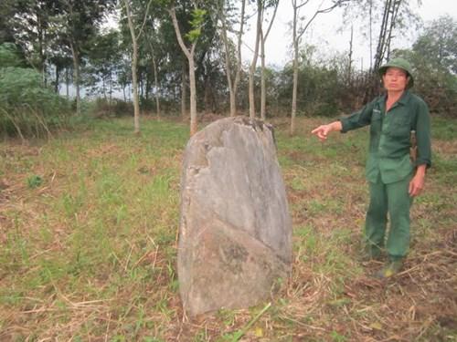 Bí ẩn rừng mộ đá cổ bên dãy Pù Mé - 4