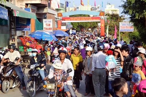Bình Định: Sôi nổi lễ hội đua thuyền - 2