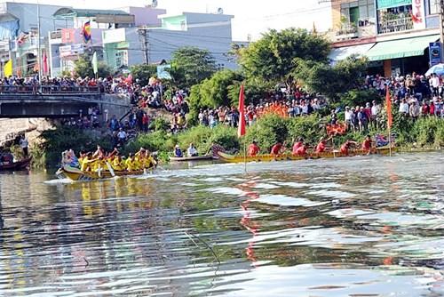 Bình Định: Sôi nổi lễ hội đua thuyền - 8