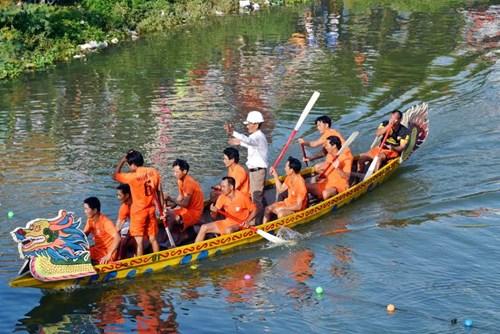 Bình Định: Sôi nổi lễ hội đua thuyền - 9