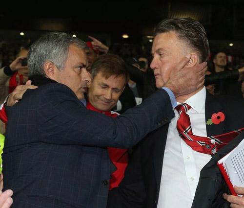 TIẾT LỘ: Tới MU, lương Mourinho gấp đôi Van Gaal - 1