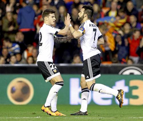 Valencia - Barca: Nỗ lực đáng khen - 1