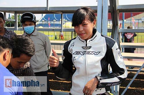 Tay đua nữ nhập viện vì va chạm trong buổi chạy thử - 1