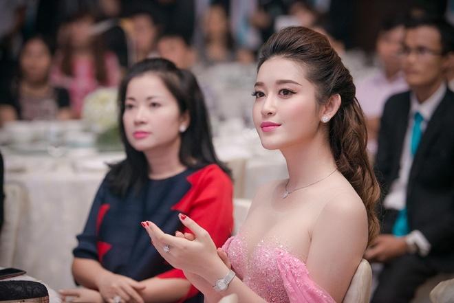Mẹ của Huyền My - người mẹ hoàn hảo trong showbiz Việt - 2
