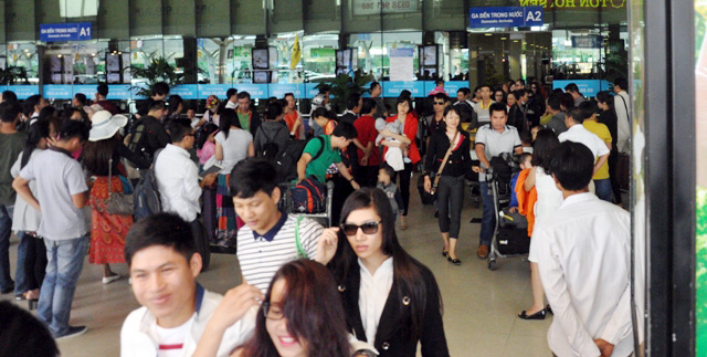 Hết 3 ngày Tết, người dân ùn ùn trở lại Sài Gòn - 1
