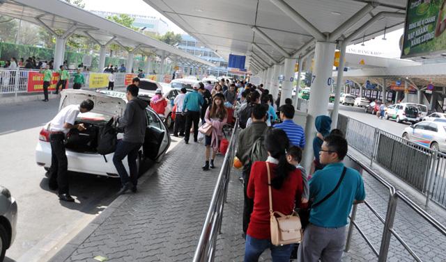 Hết 3 ngày Tết, người dân ùn ùn trở lại Sài Gòn - 10