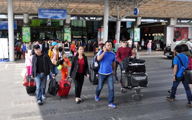 Hết 3 ngày Tết, người dân ùn ùn trở lại Sài Gòn - 3