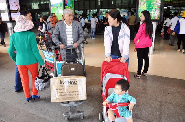 Hết 3 ngày Tết, người dân ùn ùn trở lại Sài Gòn - 5
