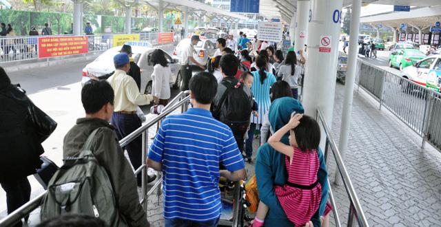 Hết 3 ngày Tết, người dân ùn ùn trở lại Sài Gòn - 8