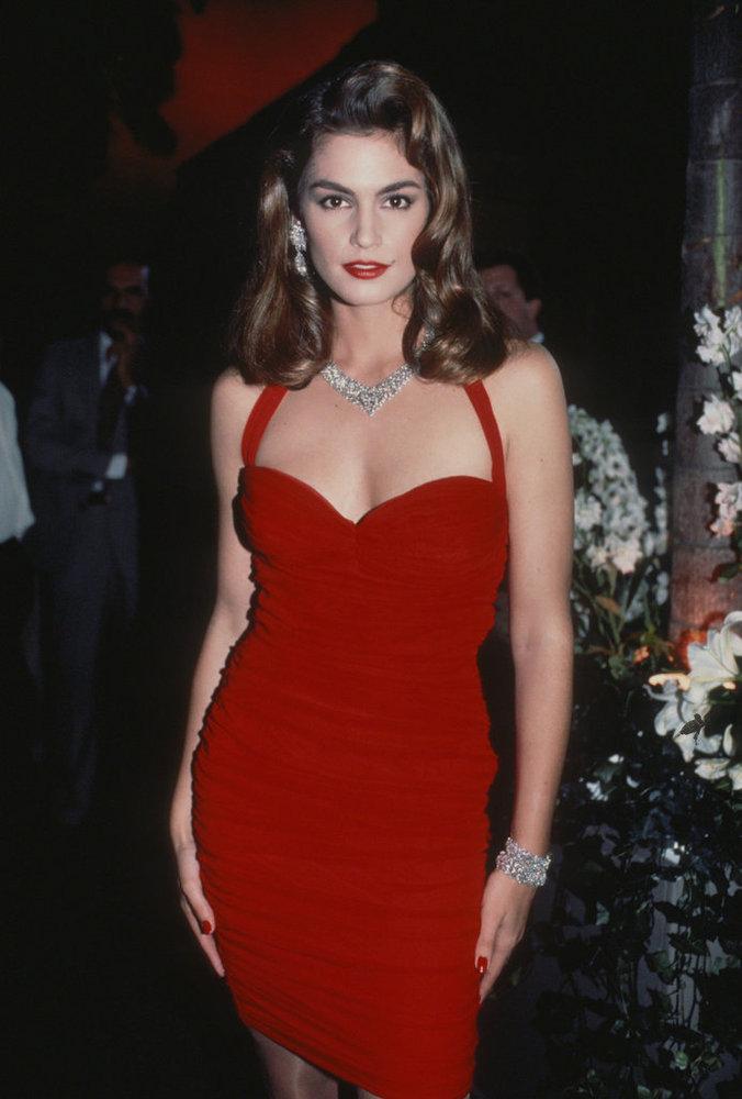 Phong cách sexy vượt thời gian của Cindy Crawford - 1