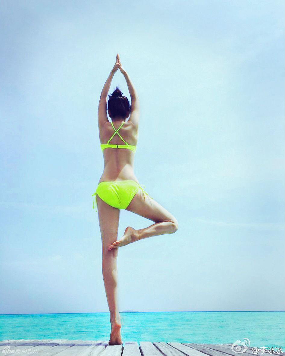 Mướt mắt ngắm Lý Băng Băng diện bikini đầu năm mới - 2