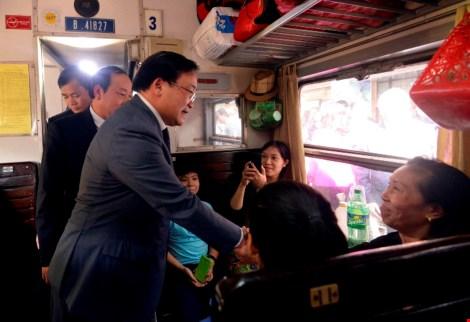 Tân Bí thư Hà Nội kiểm tra nhà ga, bến xe phục vụ dân trở lại sau Tết - 1