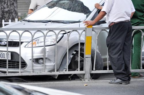 TPHCM: Ô tô rụng bánh trước cổng Bệnh viện Từ Dũ - 2