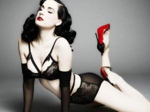 Thời trang - Mặc nội y Valentine sexy như 'nữ hoàng thoát y'
