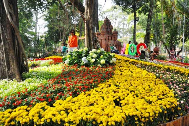 Ngày nghỉ cuối, người Sài Gòn đắm mình trong sắc hoa xuân - 14