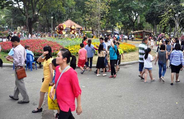 Ngày nghỉ cuối, người Sài Gòn đắm mình trong sắc hoa xuân - 2