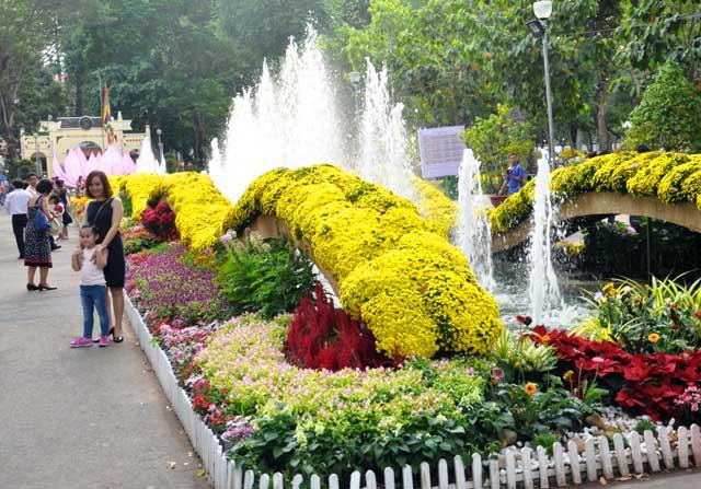 Ngày nghỉ cuối, người Sài Gòn đắm mình trong sắc hoa xuân - 6