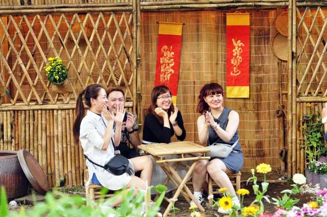 Ngày nghỉ cuối, người Sài Gòn đắm mình trong sắc hoa xuân - 8