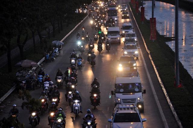 Kỳ lạ người dân ùn ùn đổ về TPHCM nhưng không tắc đường - 5