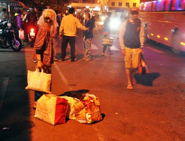 Kỳ lạ người dân ùn ùn đổ về TPHCM nhưng không tắc đường - 10