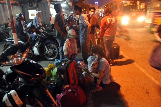 Kỳ lạ người dân ùn ùn đổ về TPHCM nhưng không tắc đường - 9