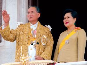 Điều làm nên quyền lực tối thượng của vua Thái Lan