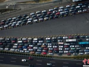 TQ: Xe hơi kìn kìn trở lại thành phố sau Tết