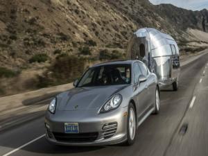 Du lịch với thùng tải di động siêu sang gắn trên xe con