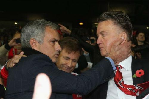 """""""MU và Mourinho không có thỏa thuận gì với nhau"""" - 2"""