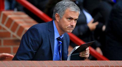 """""""MU và Mourinho không có thỏa thuận gì với nhau"""" - 1"""