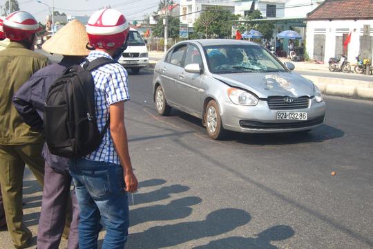Băng ngang đường bị xe ô tô tông chết trước nhà - 1