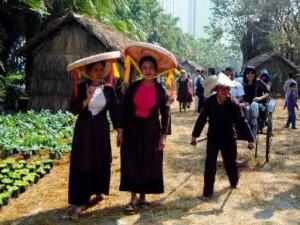 Tin tức Việt Nam - Ảnh: Người Hà Nội du xuân trở về những năm 1945