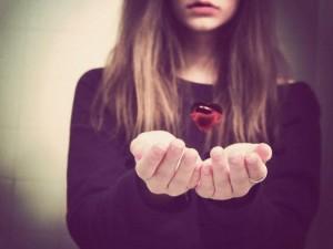 Thơ tình: Em đánh đổi tất cả để bên anh