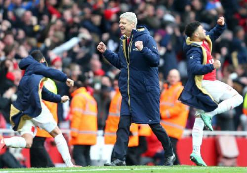 """Suýt bị Wenger cho """"ra rìa"""", Welbeck vui như hội - 2"""
