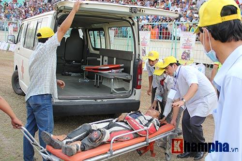 Tay đua cấp cứu, khán giả kín mái nhà xem đua xe đường đất - 5