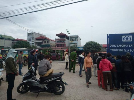 Thai phụ chở mẹ chồng bị tàu lửa cán tử vong - 1