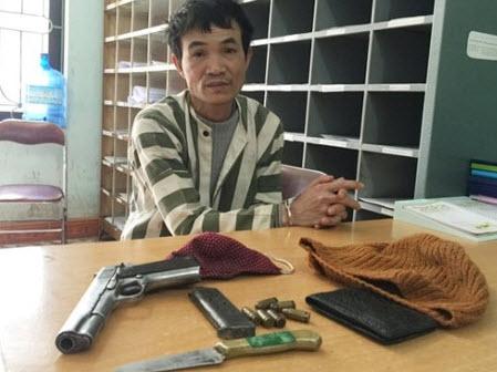 Lộ diện kẻ bịt mặt dùng súng đánh, cướp xe của phụ nữ - 1