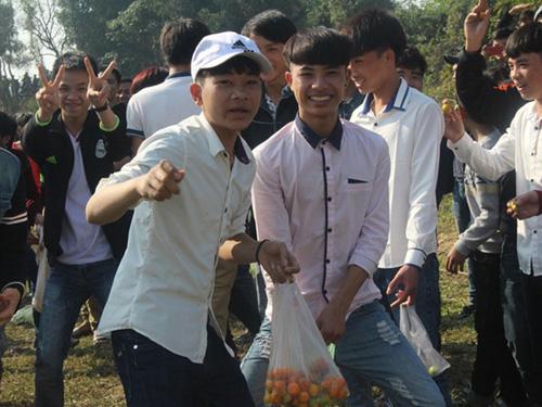 """Lễ hội ném cà chua Thanh Hóa """"gặp khó"""" vì cà chua tăng giá - 2"""
