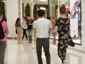 Đời sống Showbiz - Lộ ảnh Hà Hồ tình tứ với 'đại gia kim cương' ở Bangkok
