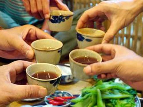 1.500 ca ngộ độc rượu và thực phẩm trong 9 ngày Tết - 1