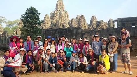 """Vì sao du lịch Việt """"xách dép"""" cho Campuchia ? - 1"""
