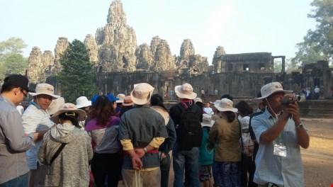 """Vì sao du lịch Việt """"xách dép"""" cho Campuchia ? - 4"""