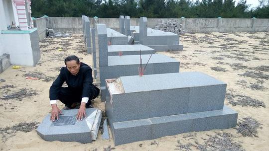 Hàng chục bia mộ, di ảnh thờ bị đập phá trong đêm - 2